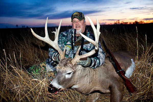 Johnny Lee deer hunting at Elkhorn Outfitters